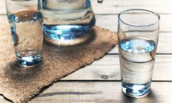 Hãy xem chuyện gì sẽ xảy ra khi bạn uống nước lúc đói
