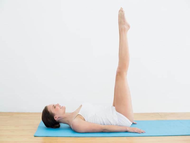 Bài tập nâng mông chân duỗi thẳng