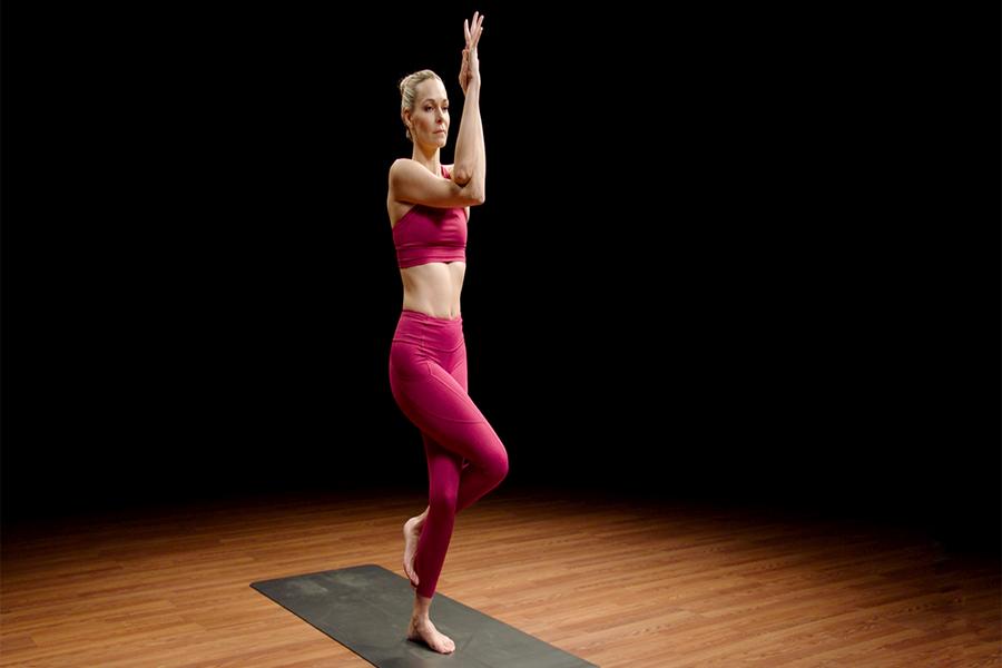 Tư thế yoga chim đại bàng
