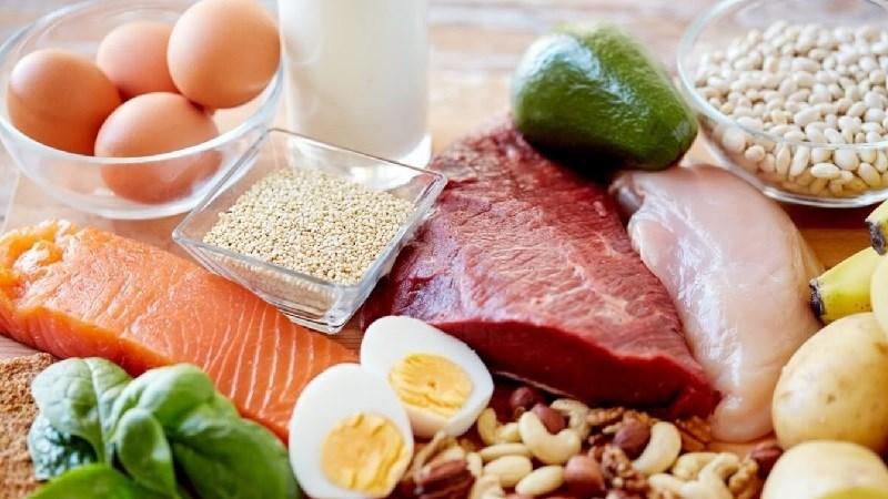 Lựa chọn thực phẩm đủ 4 nhóm chất: đạm, tinh bột, chất béo, vitamin và chất khoáng