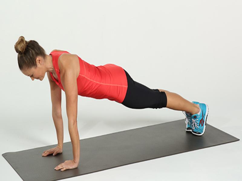 Động tác Plank chân